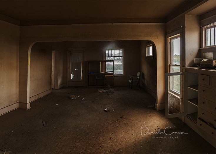 Abandoned haunted house-LIVING-ROOM.jpg
